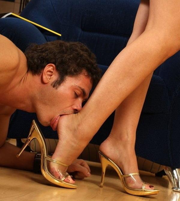 Female feet lick — img 4