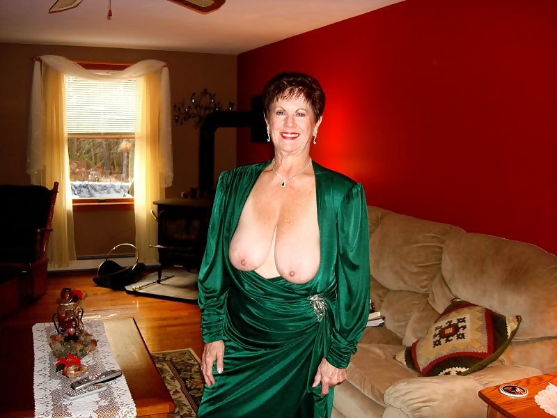 Diana Busty Latina Milf