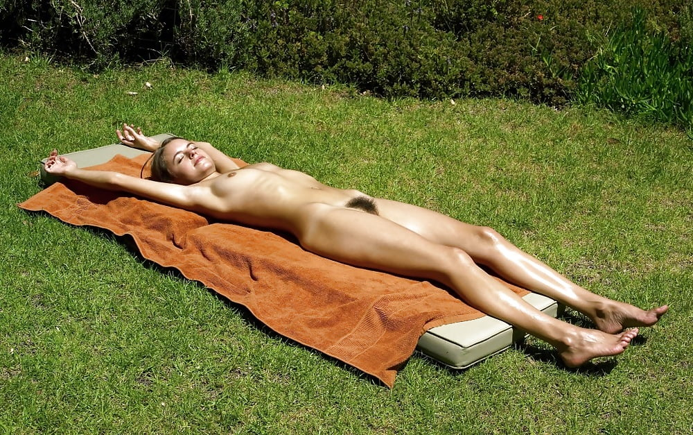 Girls sun bathing naked — img 11
