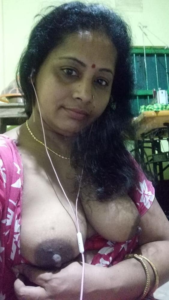 Desi bengali boudi nude selfie for bf