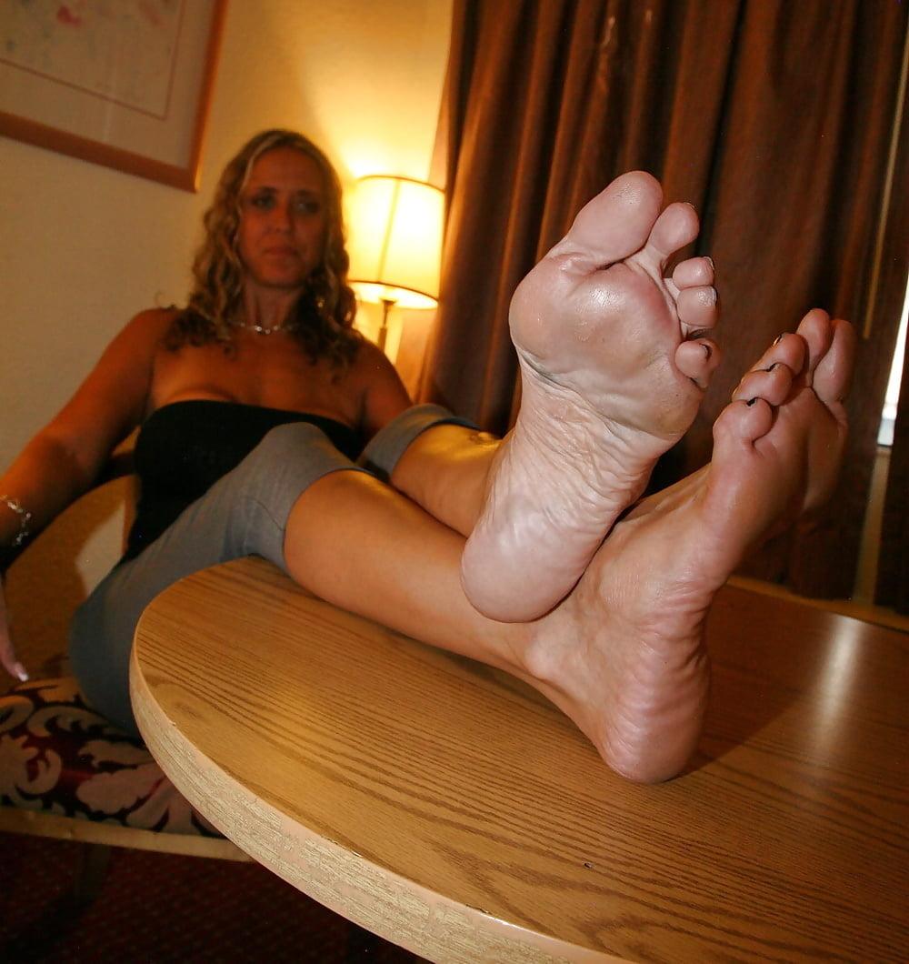 Галерей пальчики ног трансвеститов лизание
