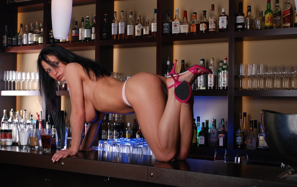 Busty barmaid ban, los pica piedras xnxx