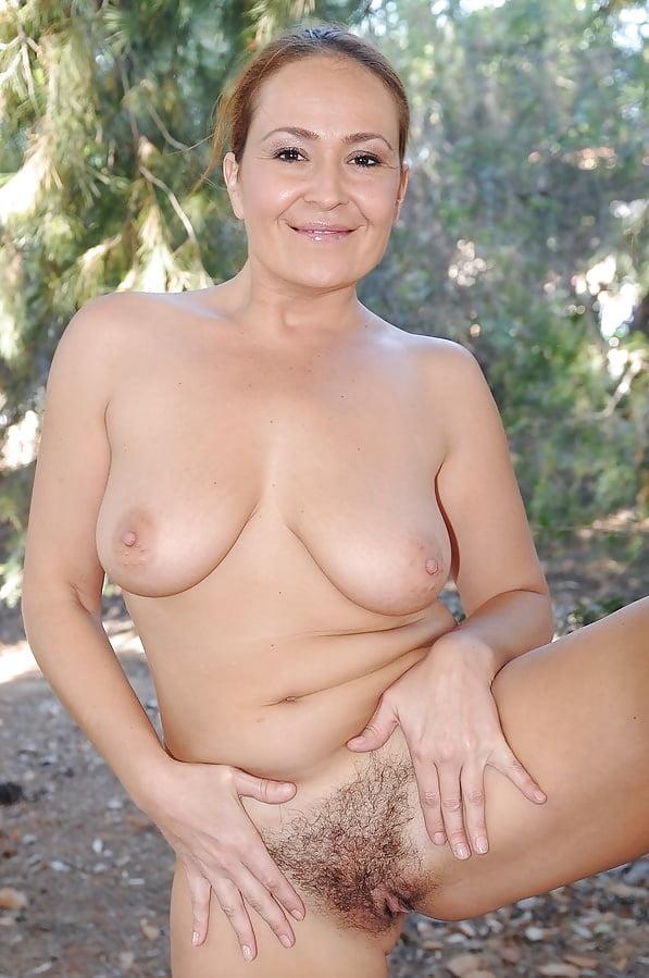 Mature nude beauty