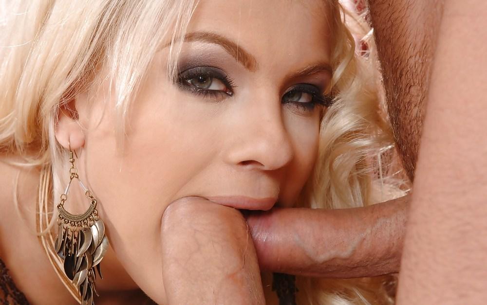 Glamour blonde housewife diamond foxxx adores blowjobs