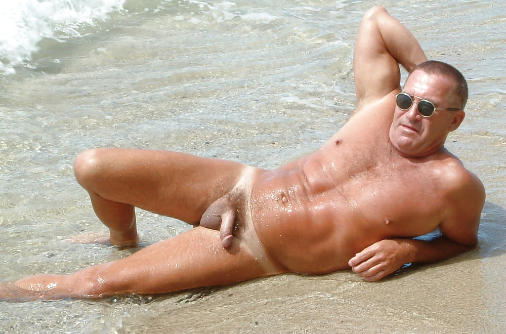 man-little-foto-man-naked-on-the-beach-sucking