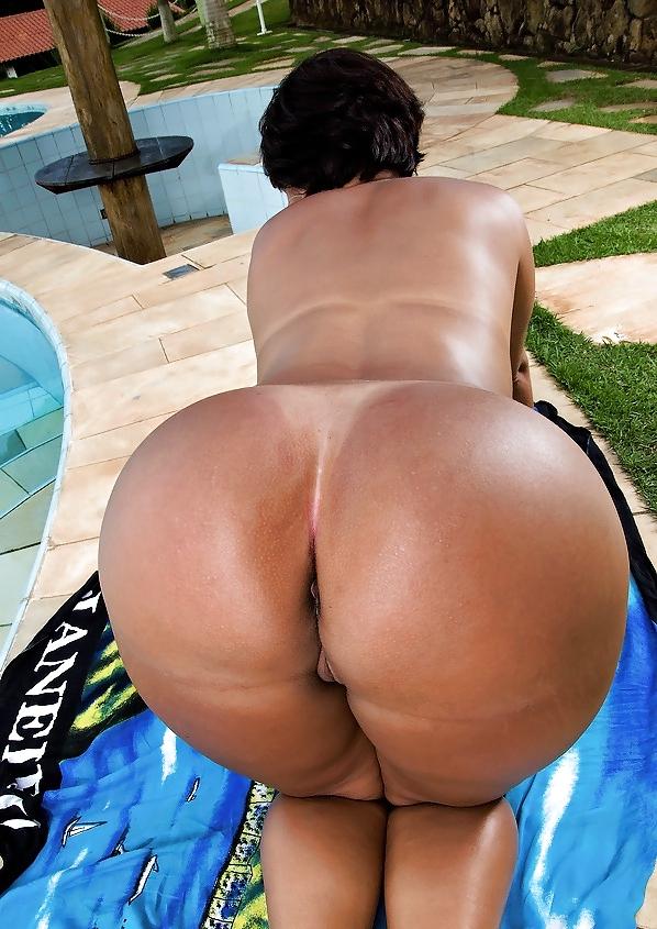 gigantic-naked-asses