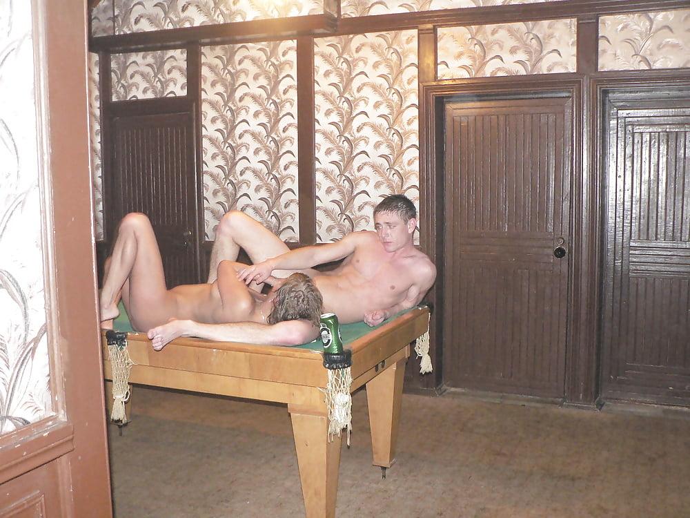 chastnoe-porno-foto-lyubovnits-v-saune-parni-dayut-v-rot-po-ocheredi-lyubitelskoe
