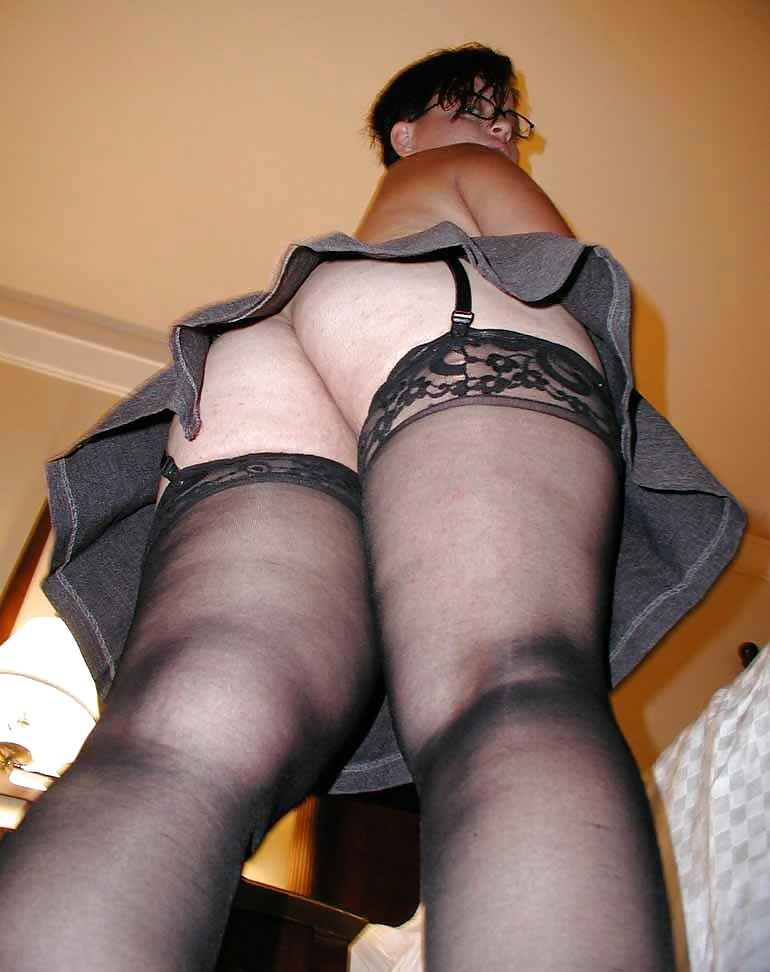 ass-in-stockings-naked-voyeur