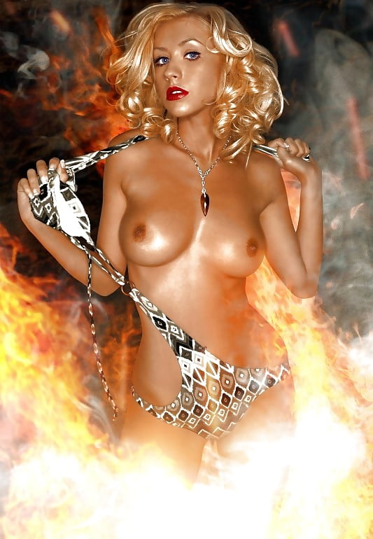 Christina aguilera nude sunday — pic 6