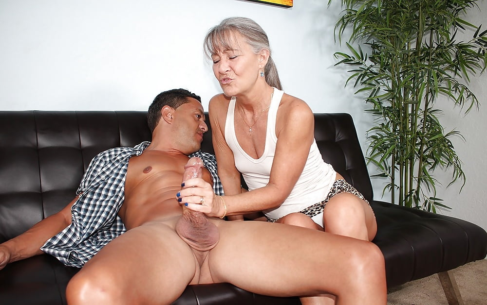 Milf caught by surprise fuck