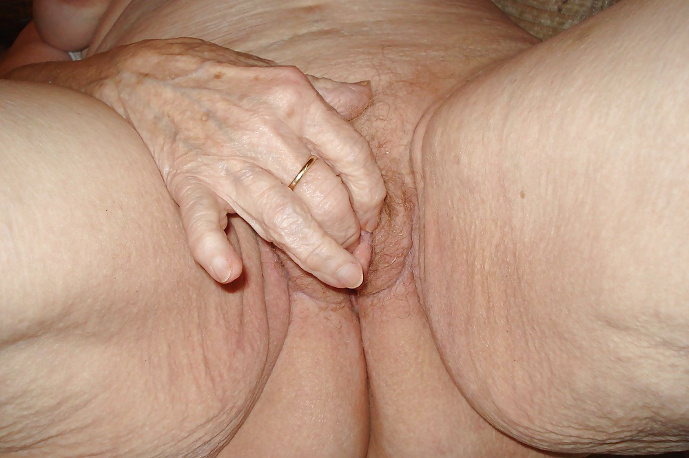 Black Grannies Fingers Creamie Moaning