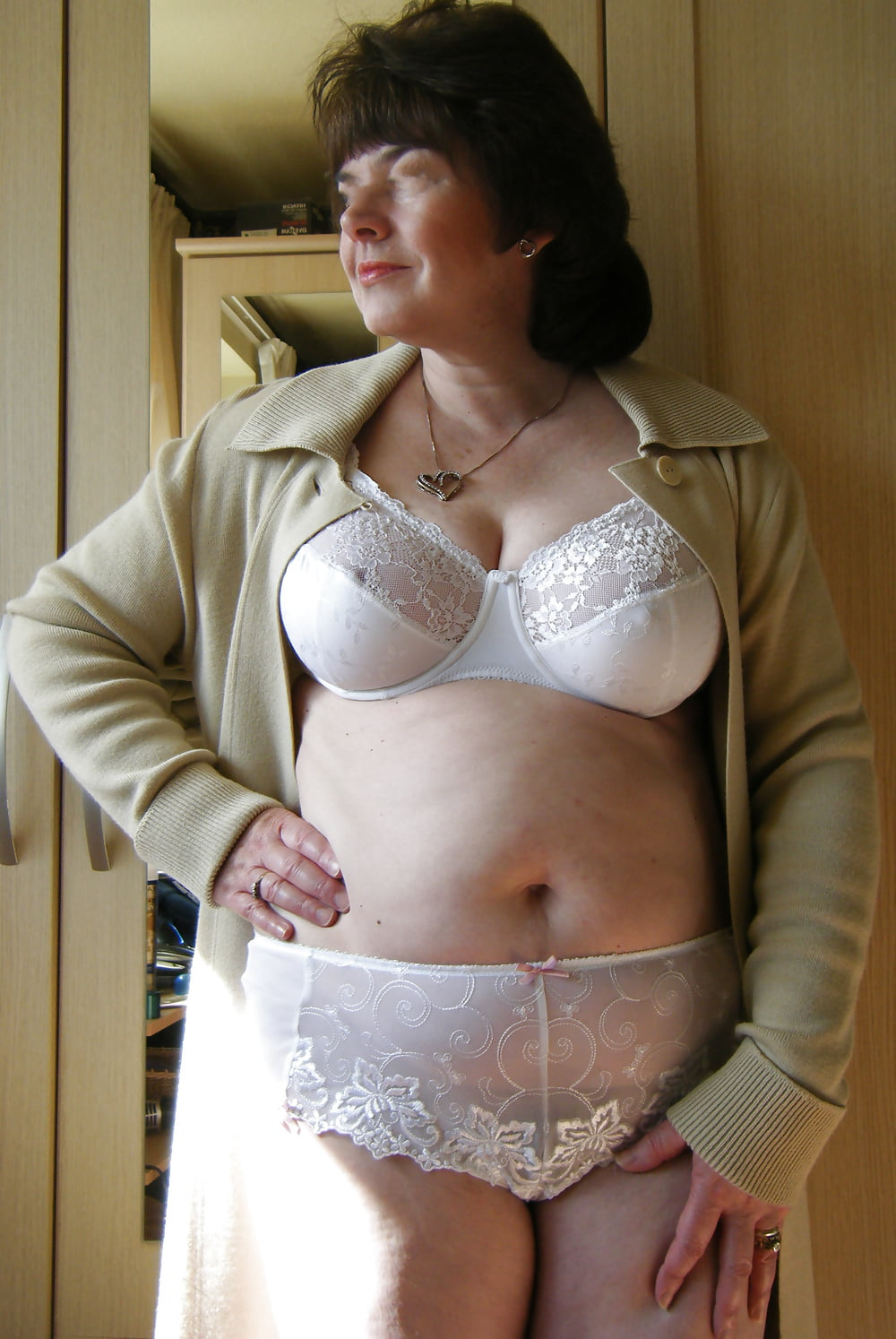 Mature bra panty pictures, sexy mum with big tits