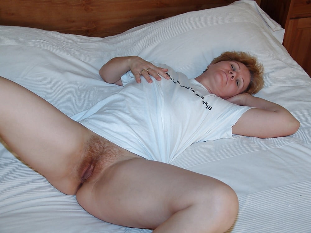 love-moms-sleeping-pussy-busty-cougar-mom