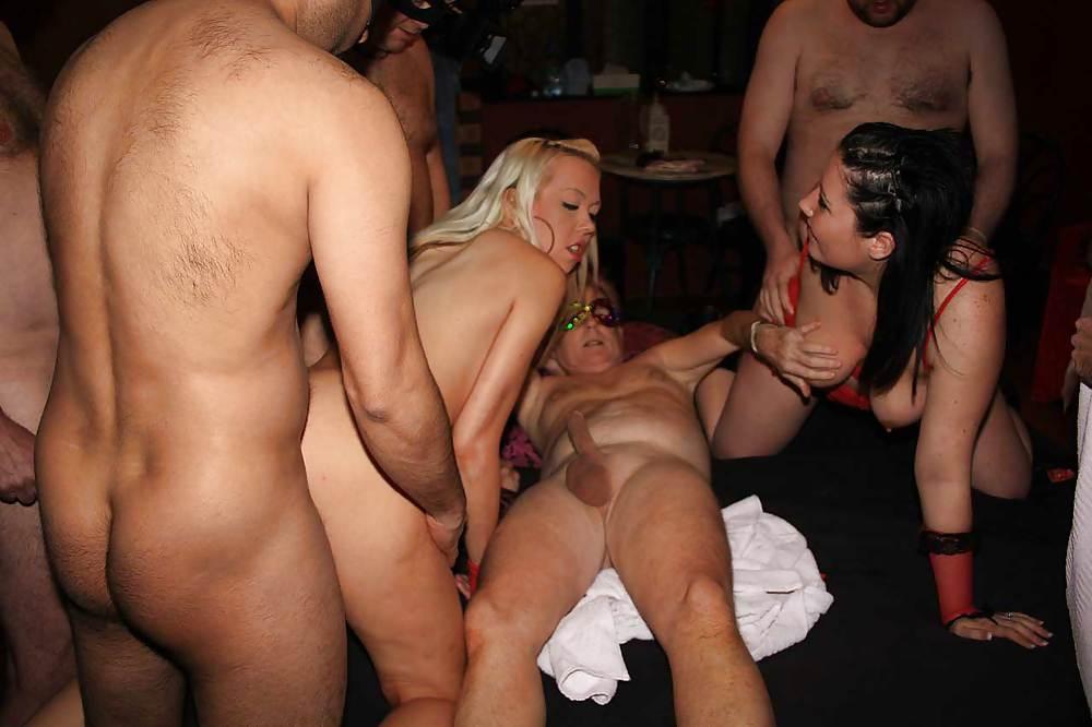 minnillo-uk-porn-girls-take-advantage-naked