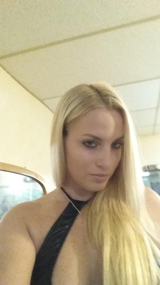 Blonde US MILF