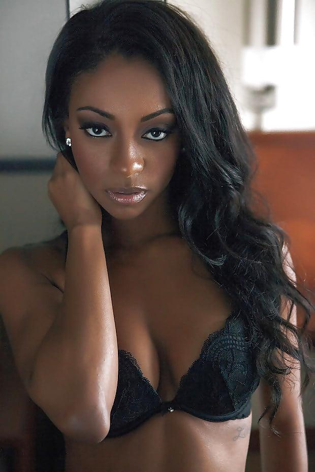 beautiful-light-skinned-nude-black-women