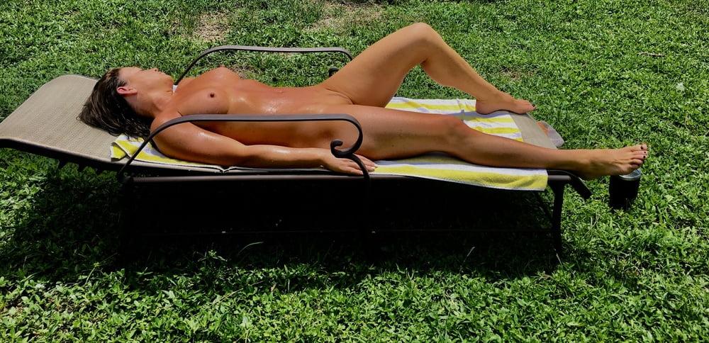 Naked females outside-7994