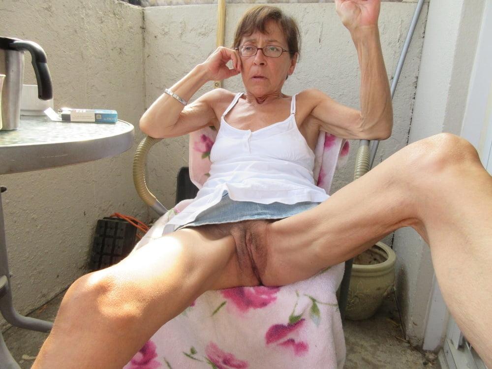 Порно худых старых женщин в трусиках