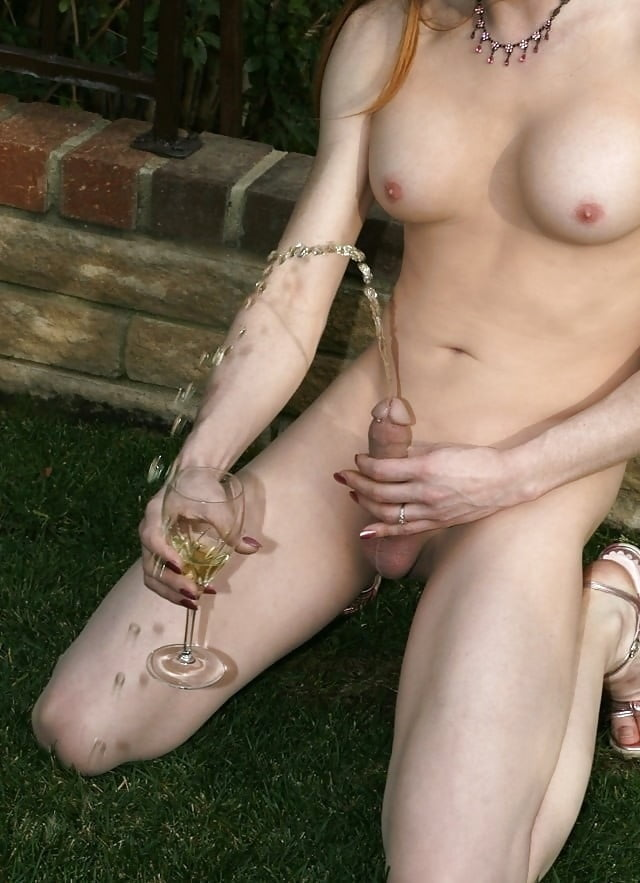 trannies-pissing-outside-icelandic-boobs