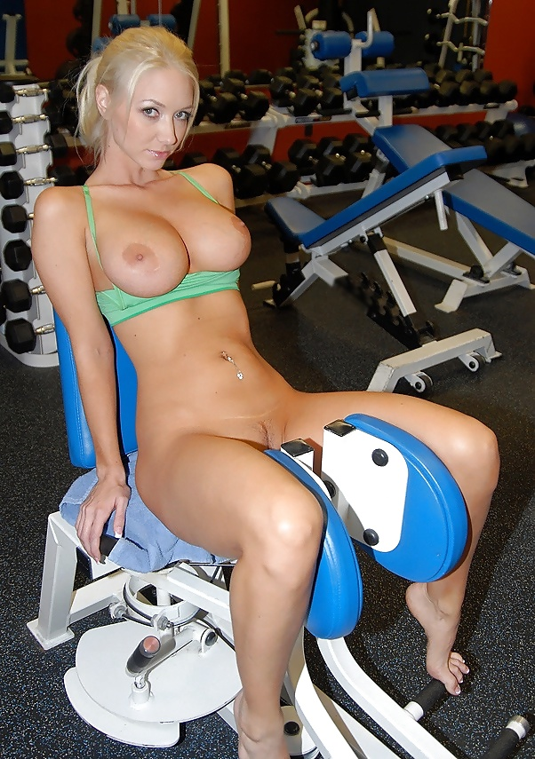 Blonde girl nude exercise — pic 14