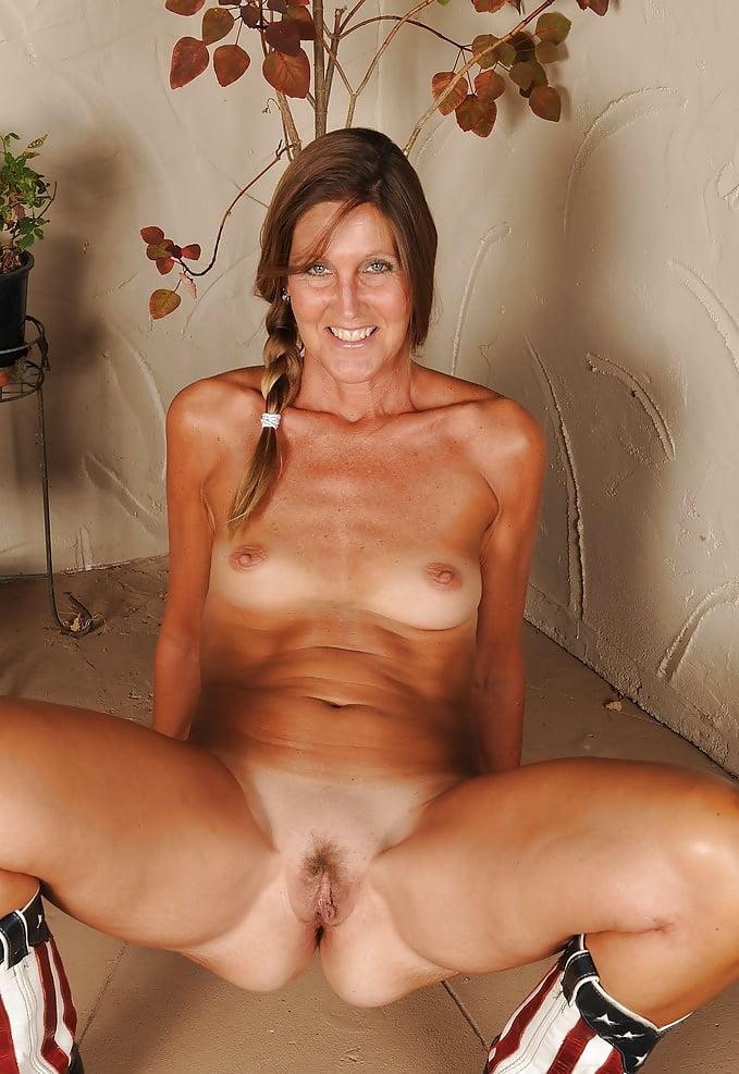 Nude mature bolivian hottie photos 14