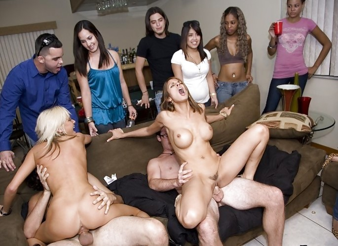 Порно вечеринка секретарш, фото толстый огурец в жопе