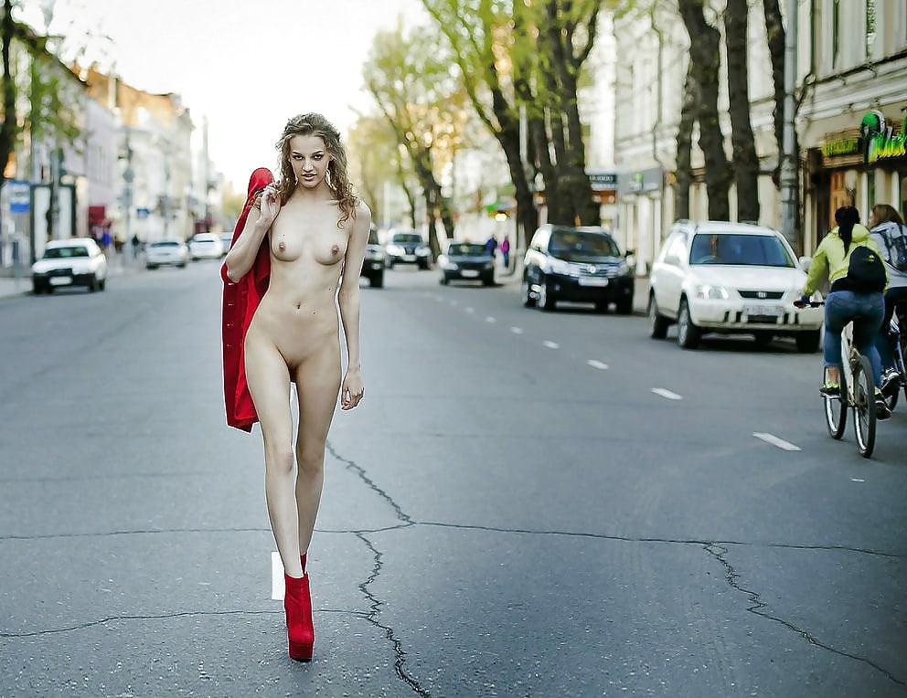 brutalnim-pirsingom-ekstremalnie-obnazheniya-na-publike-foto-lesbiyanki-klassniy