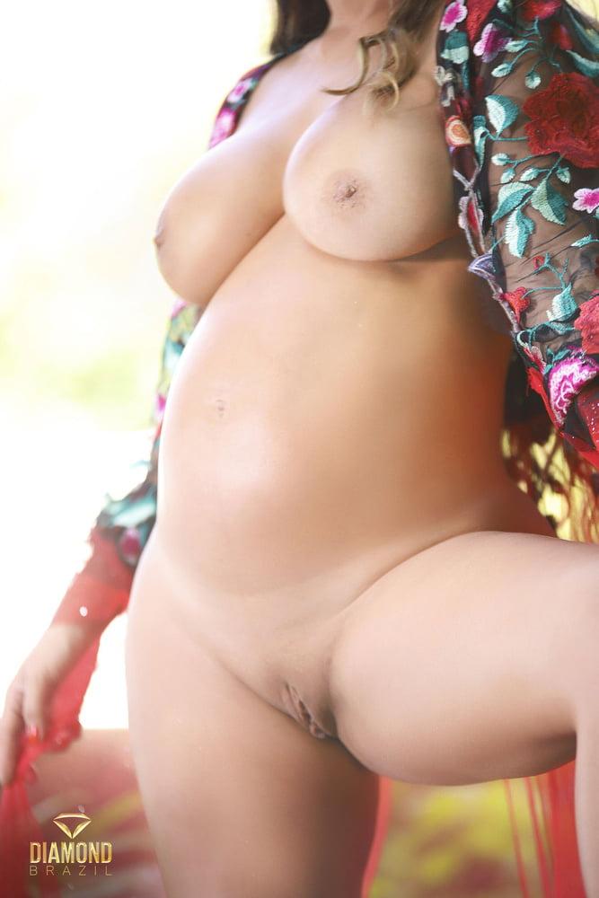 Laura Keller  nackt