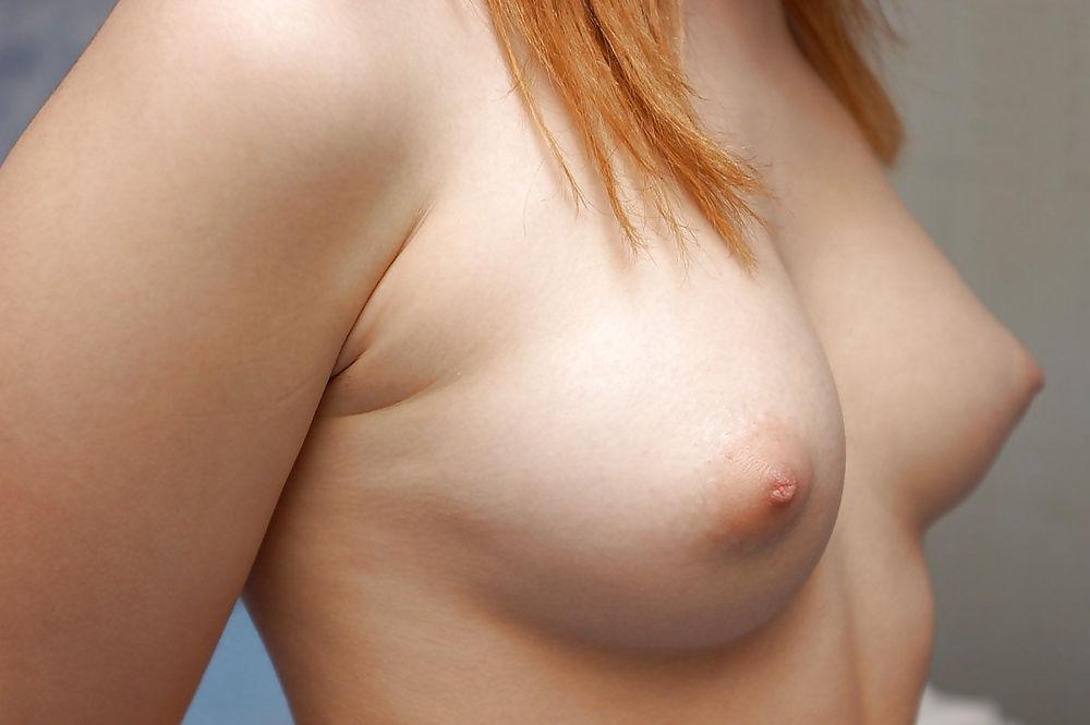 Девушки с разными по размеру сиськами — 10