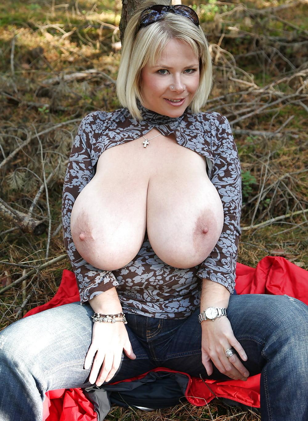Большие сиськи фотки зрелых женщин залетают бордель