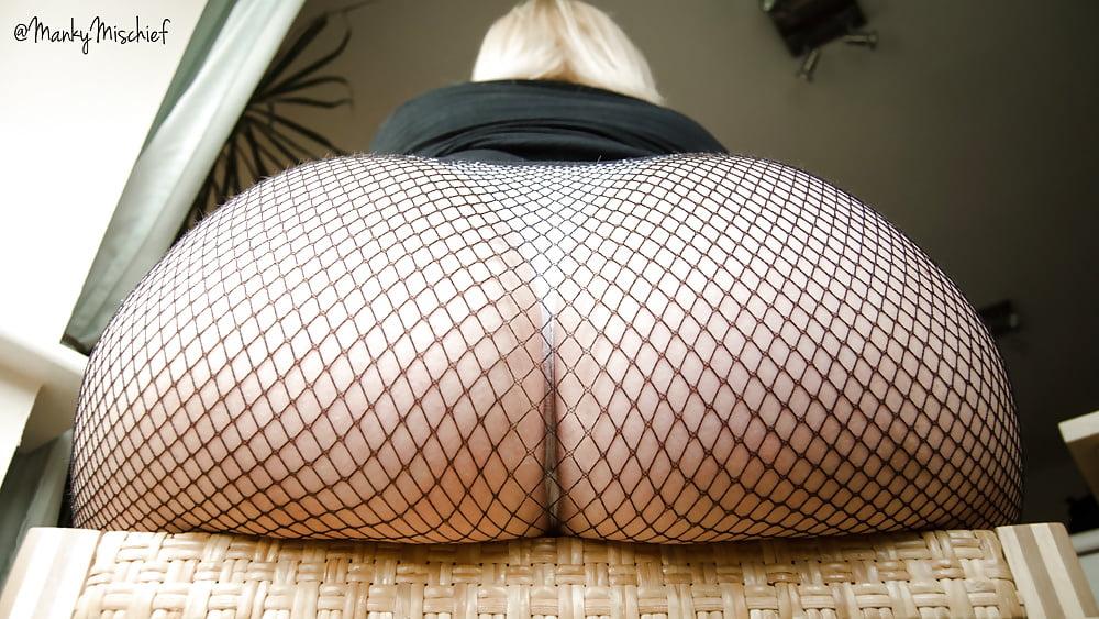 Попа в сетчатых колготках порно фото голые