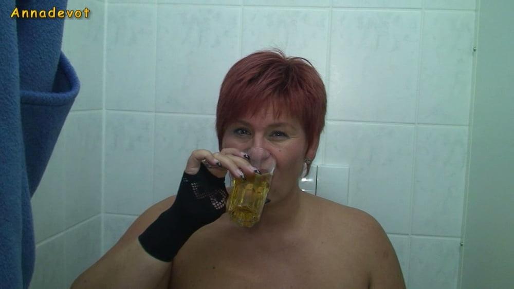 GOLDEN SHOWER - Cheers - 15 Pics