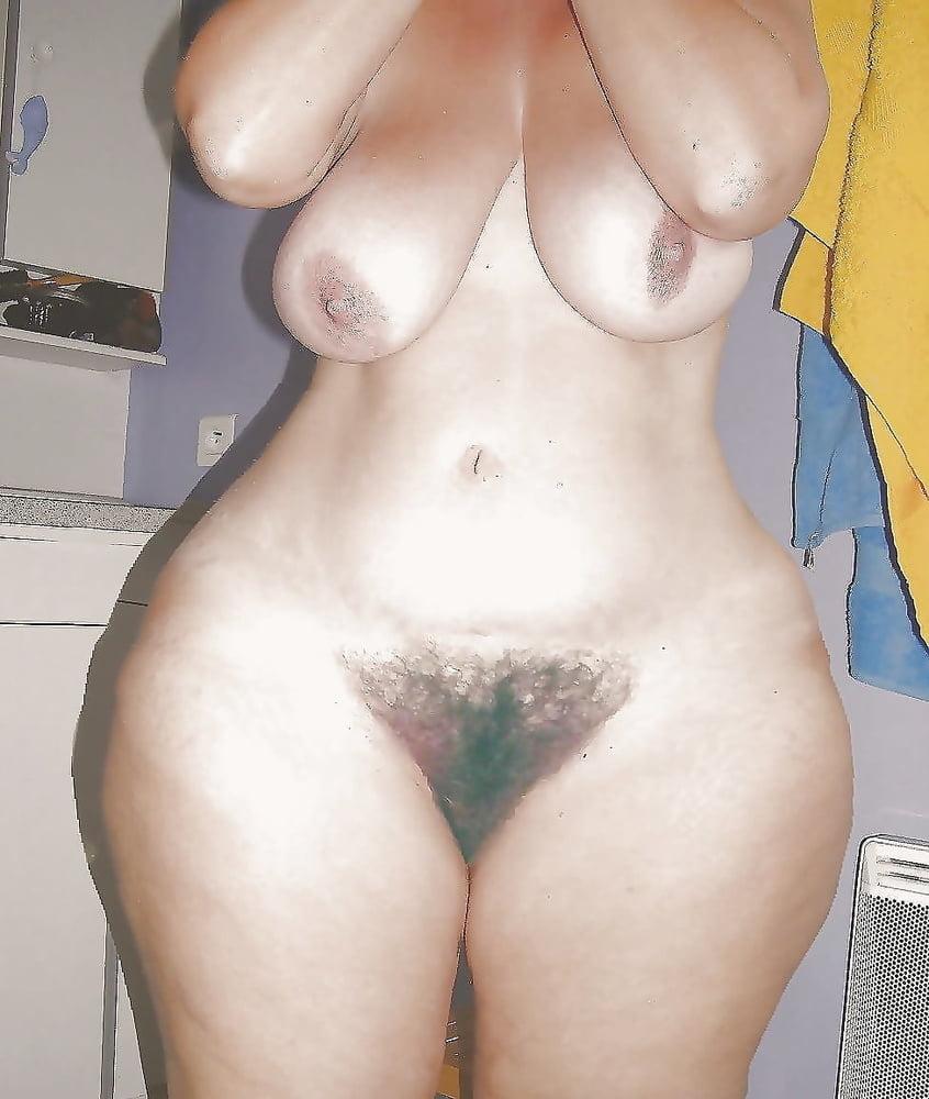 Интимные фото женщин с большими бедрами