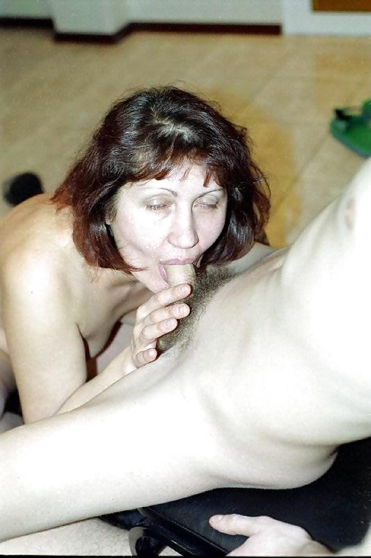 Arrimando a madura bien culona en fila para comer - 1 part 9