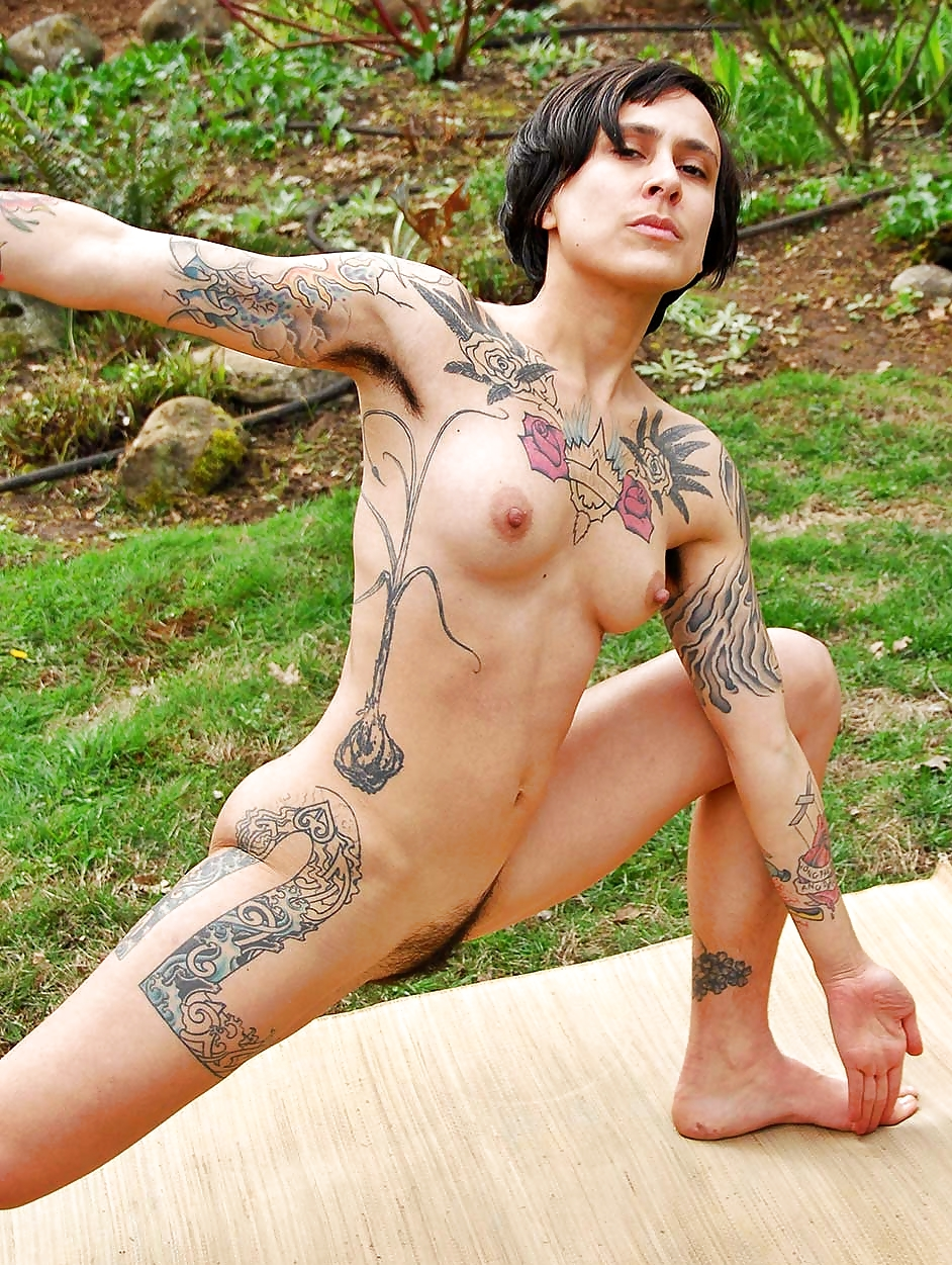 hot-naked-women-with-tattoos-fucked