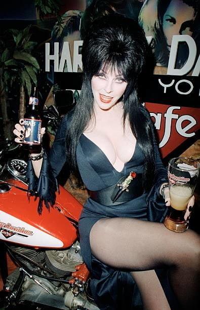 Elvira - 8 Pics