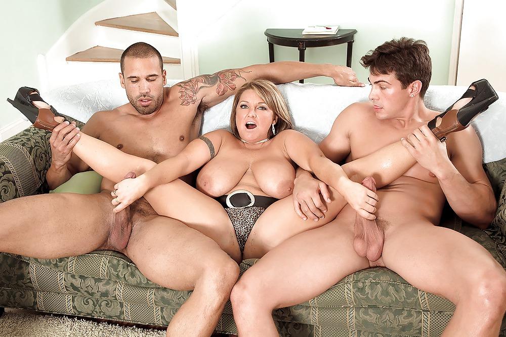 Групповой секс с полными и большими сиськами — pic 9