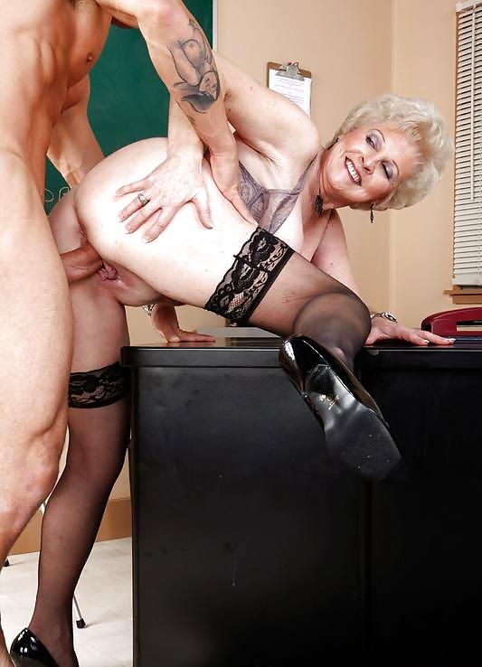 Ебет старую начальницу, девичьи лица сильно облитые спермой смотреть онлайн