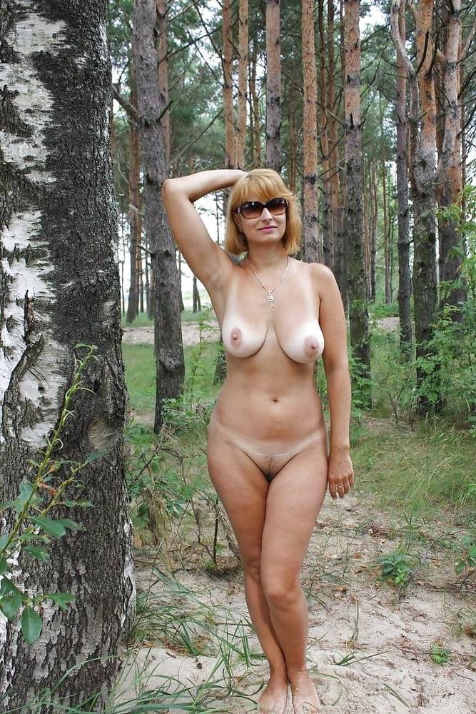 Частное фото голых русских жен на природе, смотреть эротику женщины доминируютна сала в рот парню