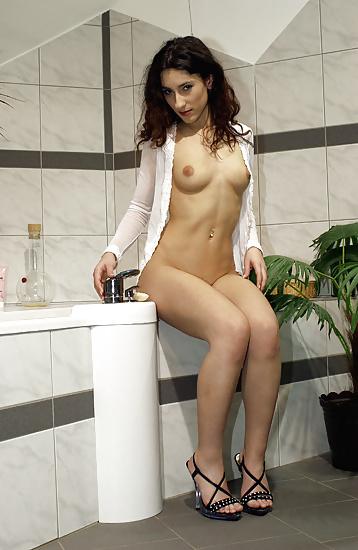 sibel-kekilli-naked-gallery