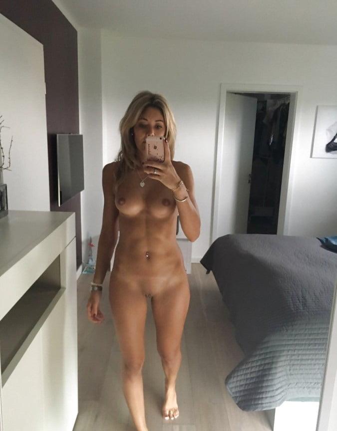 Naked mirror mom — img 3