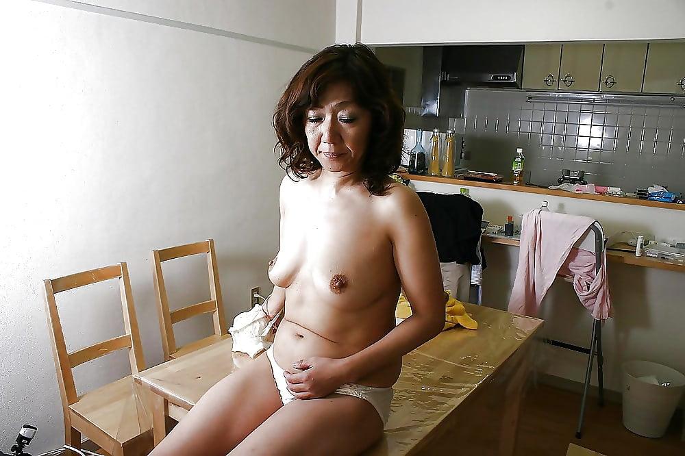 Hot asian milf fanget sol tanning butt naken