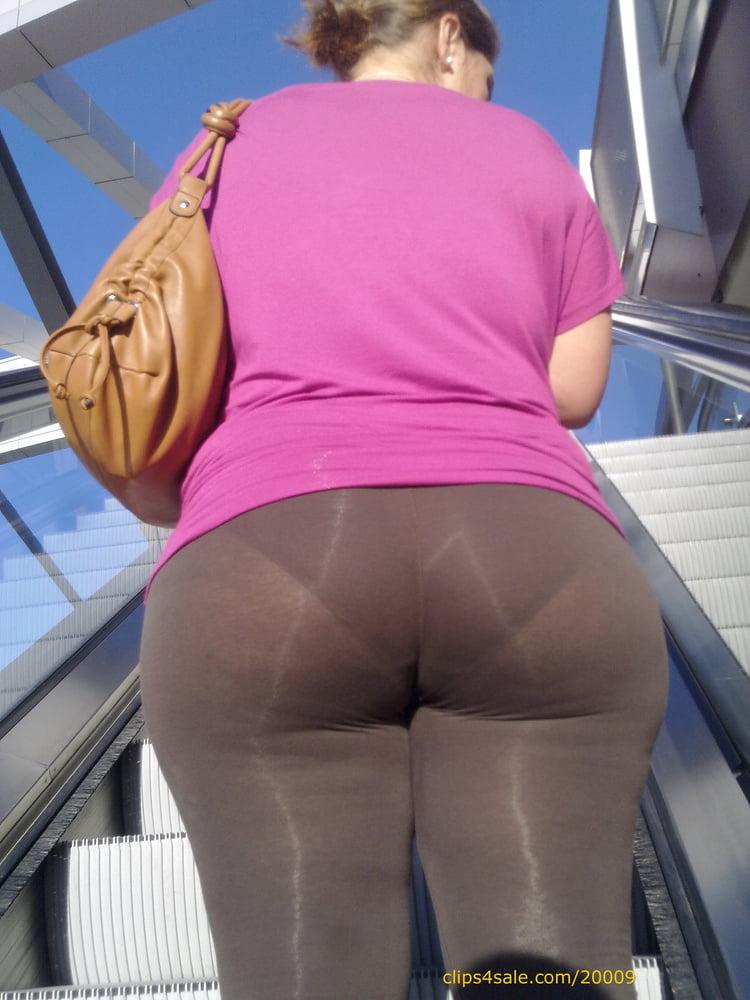 Candid milf butt