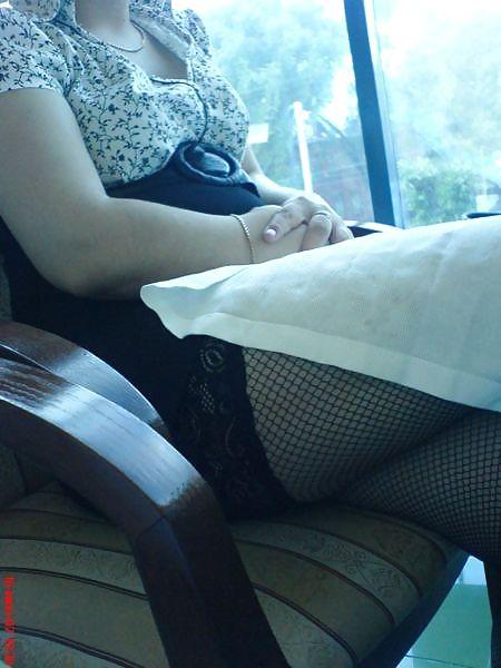 Чулки со швом подсмотренные под юбкой, порно блюет во время секса