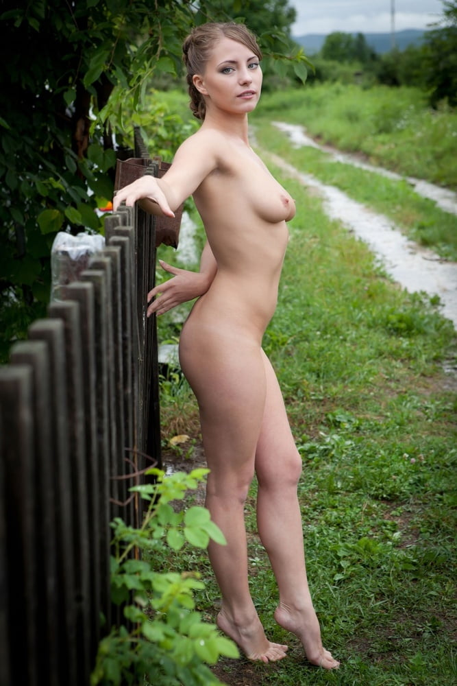 Naked Amateur Russian Outdoors CelebsRoulette 1