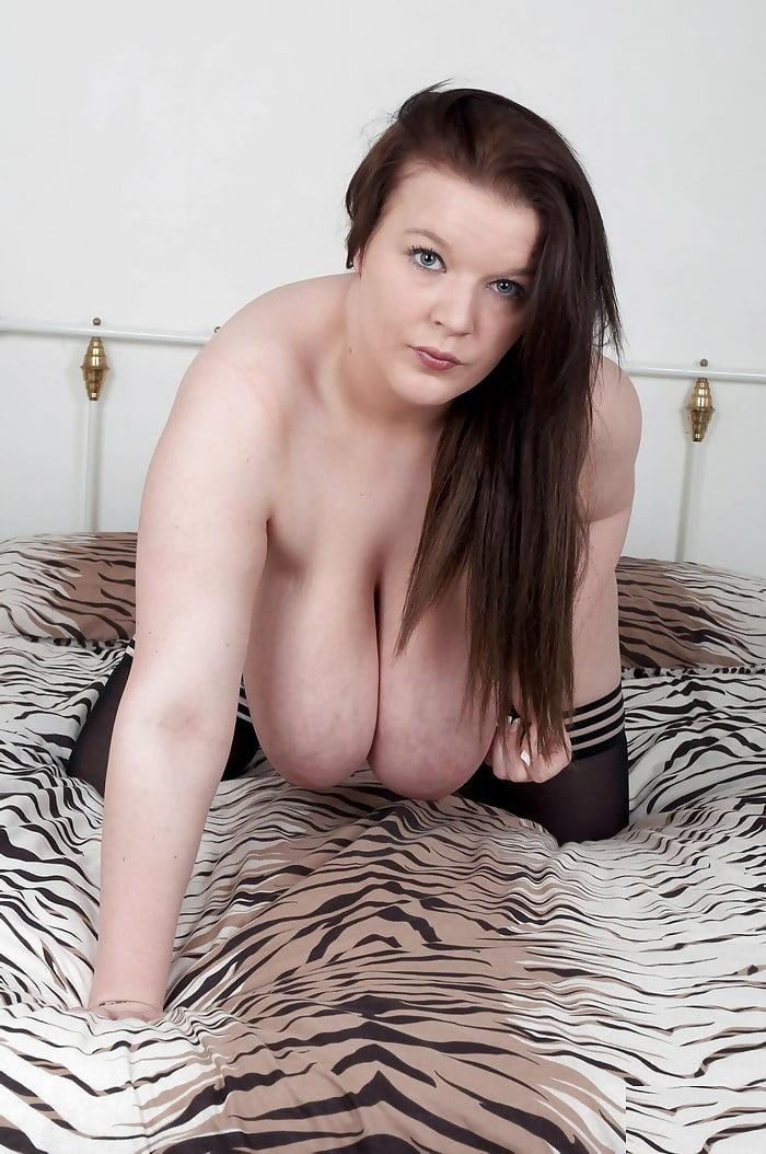 busty-britain-nadia
