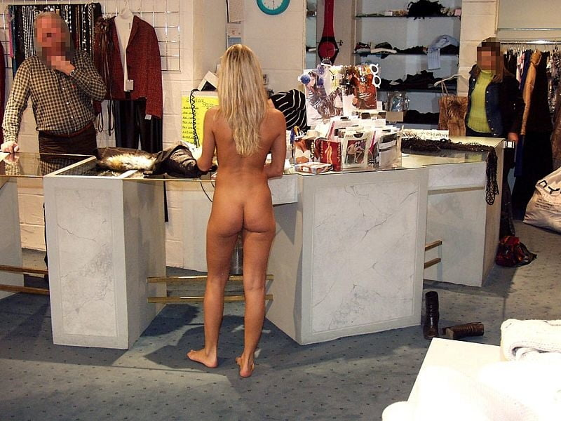 caught-nude-shopping