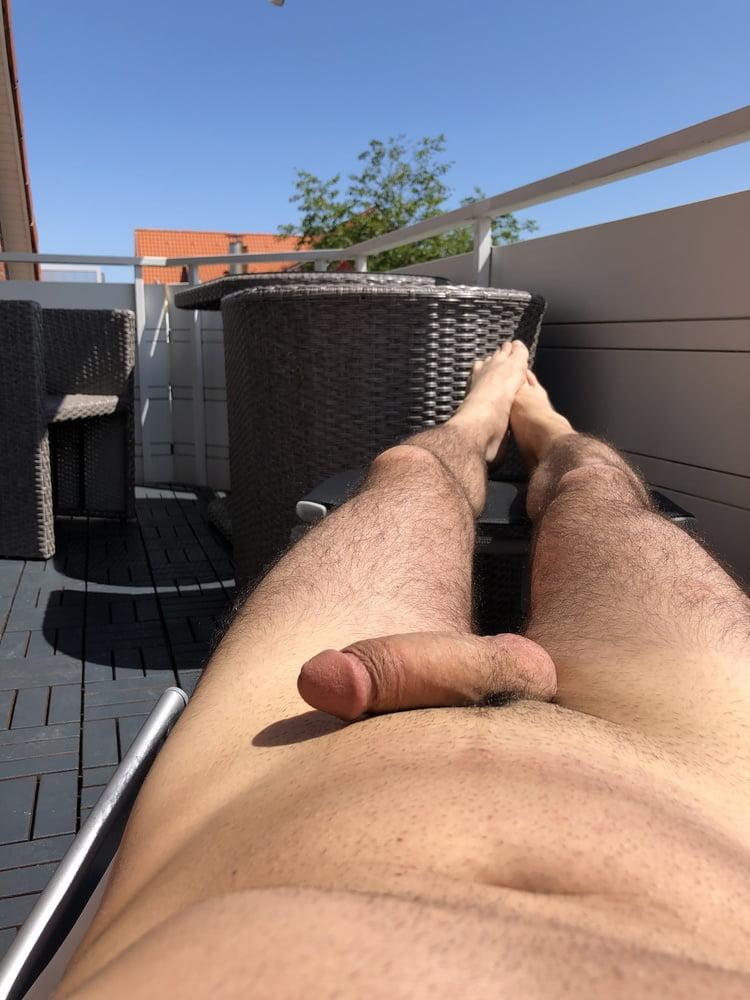 Auf balkon porno dem nackt Kostenloses balkon