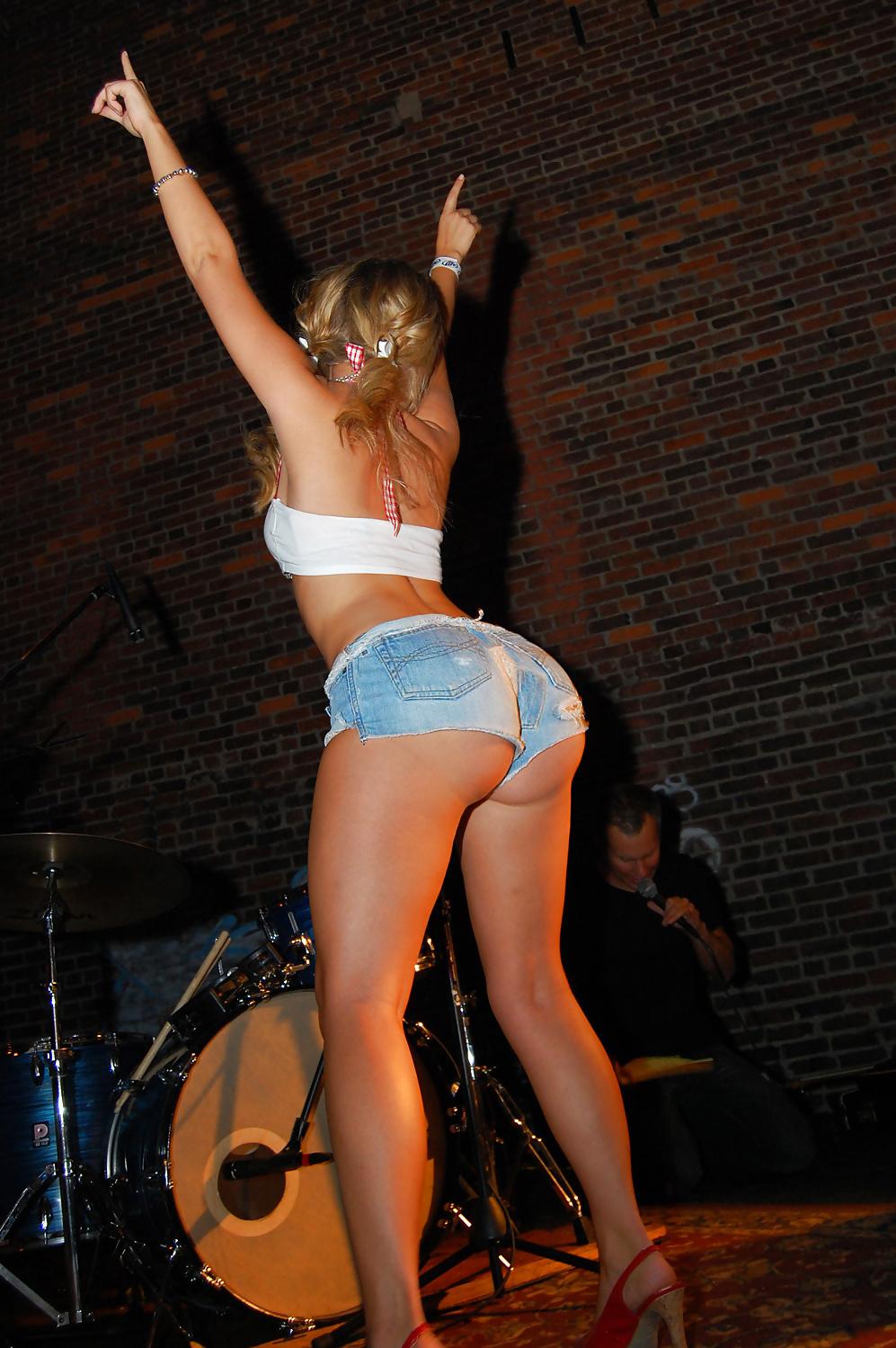 Big booty public porn-4469