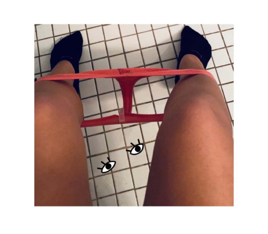 Teen on toilet- 10 Pics